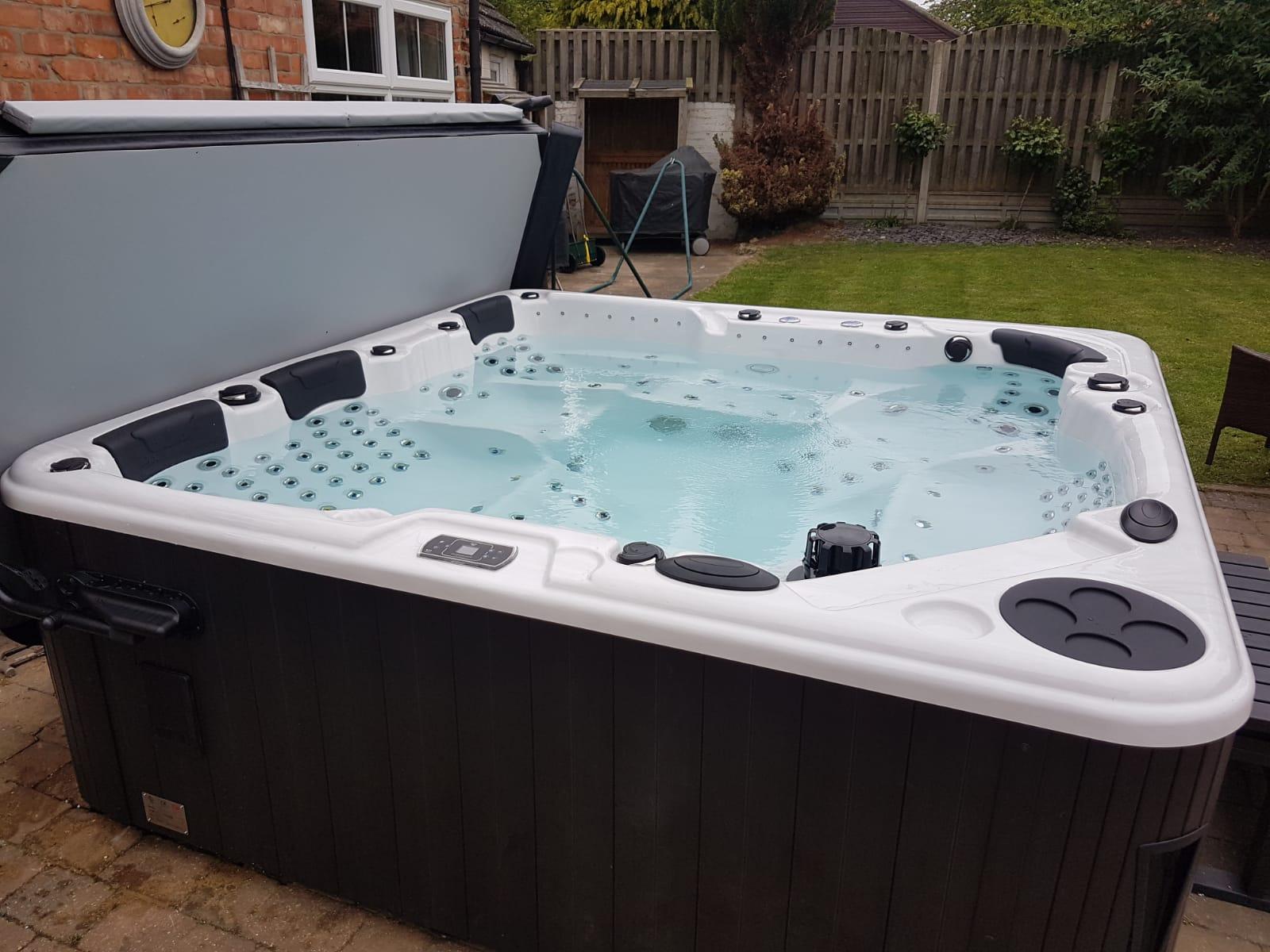 Ultimate 7 Seat Hot Tub Delivered Sleaford